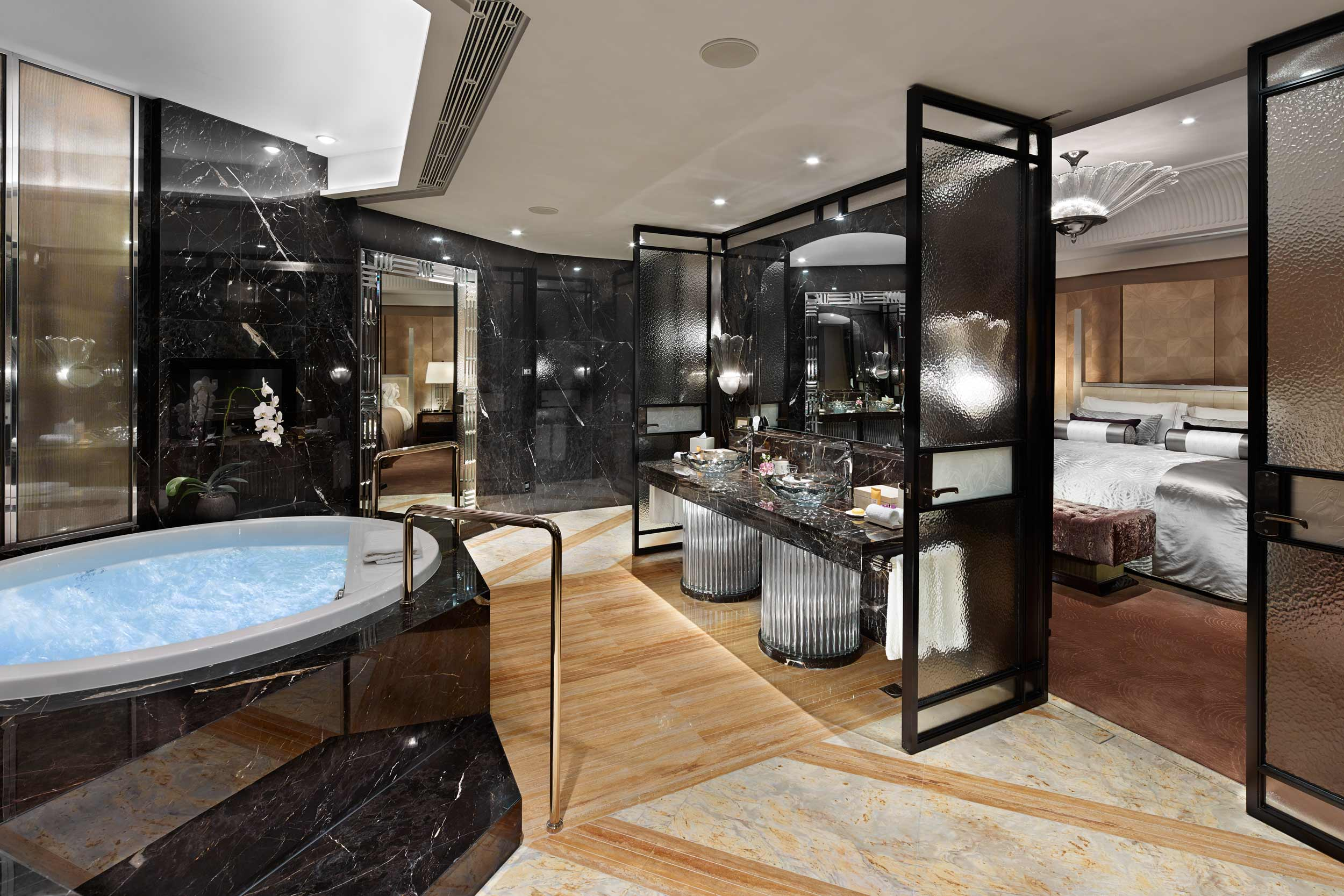 Mandarin-Oriental-Suite-bathroom